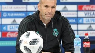 Futballszenzáció: Zidane visszatért a Real Madridhoz