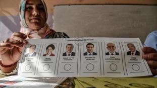 Erdogan elbukta Ankarát és lehet, hogy Isztambult is