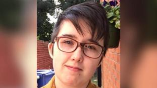 Elfogtak két férfit, akiket a fiatal újságírónő megölésével gyanúsítanak Észak-Írországban