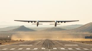 Felszállt a világ legnagyobb repülőgépe – videó