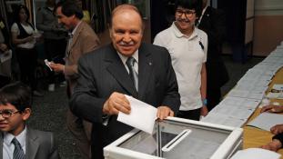 Bouteflika 20 év után távozik