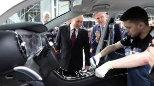 Putyin jelenlétében avatták fel a Mercedes első gyárát Oroszországban
