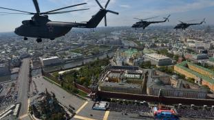 Győzelem napi díszszemle Moszkvában – videó