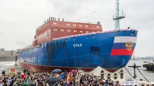 Oroszország nukleáris jégtörőt bocsájtott vízre