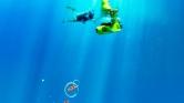 Víz alatti robogóval akár 12 méterig is lemerülhet a tengerben