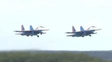 Lélegzetelállító repülős mutatványok a haditechnikai kiállításon Moszkvában – videó