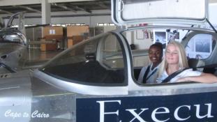 Saját készítésű gépen repüli át egy csapat tini hosszában Afrikát