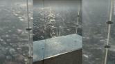 Vérfagyasztó lehetett: a 103. emeleten megrepedt az üvegpadló a turisták alatt