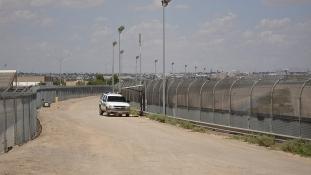 Trump: büntetővám Mexikónak a migránsok miatt