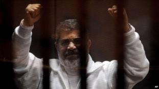 Meghalt bírósági tárgyalásán a volt egyiptomi elnök