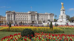A Trump házaspár a Buckingham-palotában ebédelt