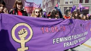 A svájci nők teljes egyenjogúságot követelnek – videó