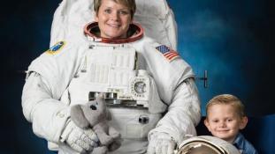 Zűr az űrben: az asztronauta a Nemzetközi Űrállomásról csapolhatta meg volt neje bankszámláját
