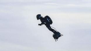 Ezúttal sikerült légdeszkával átkelni a La Manche-csatornán
