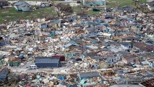 A Bahamákon a lakosság 17 százaléka vált hajléktalanná
