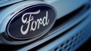Autósmozi újratöltve: a Ford projektorral felszerelt autókat dobna a piacra
