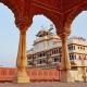 Pompa felsőfokon: már királyi palotát is foglalhat az Airbnb-n