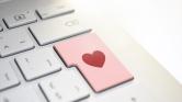 Jönnek az e-babák: 2037-re az elsőgyerekes szülők többsége online találkozik majd