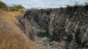 Sokkoló videó a kiszáradt Viktória-vízesésről