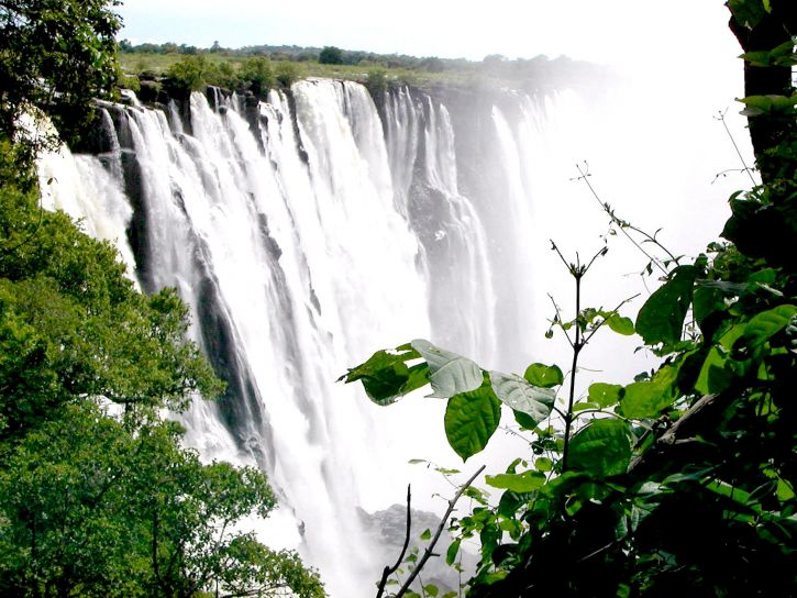 spectacular-view-of-victoria-falls-from-a-vantage-point-in-a-forest-in-zambia-725x544