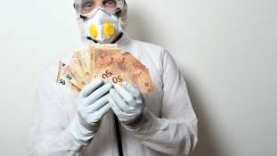 Védőruhába öltözött tolvajok fosztogatják a nyugdíjasokat Barcelonában