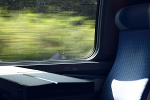 train-2370170_1920