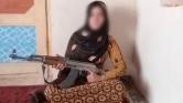 Kalasnyikovval lőtte agyon szülei tálib gyilkosait a tizenéves afgán lány